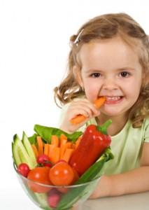 Твердая пища должна входить в рацион малыша