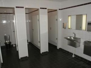 Как должен выглядеть общественный туалет