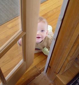 Входная дверь и ребенок