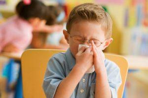 заболевший малыш не только заражает других детей и увеличивается риск развития осложнений